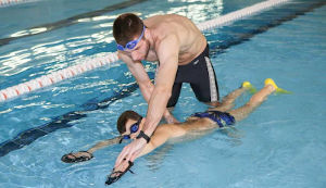 Требуется  тренер по плаванию